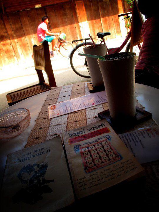 """ร้านกาแฟชื่อ """"สำ-ราญ-นา"""" ที่เจ้าของร้านผันตัวเองจากนักท่องเที่ยวที่หลงเสน่ห์เมืองเชียงคาน มาเป็นสมาชิกถาวรของเมืองเล็กๆแห่งนี้"""